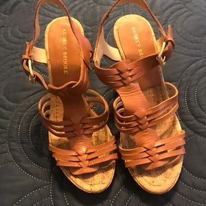 Audrey Brooke Size 9 Brown Wedge Sandals